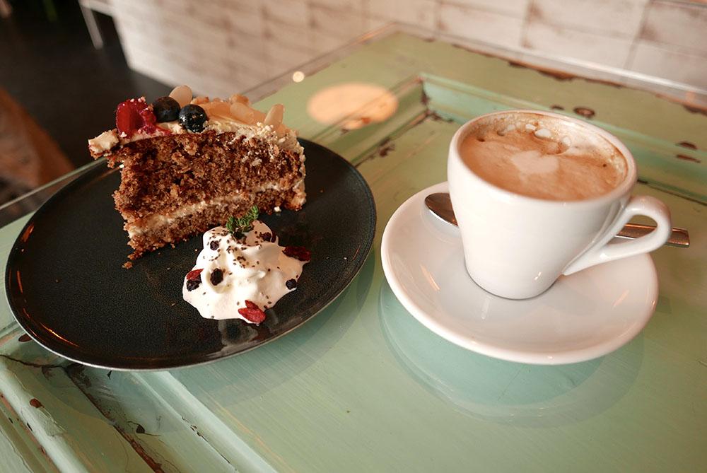 Nook Tortenstück und Kaffee (c) STADTBEKANNT Wetter-Nohl