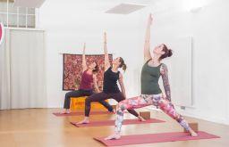 Amazing Yoga Krieger Petra Janata Eversports (c) Amazing Yoga