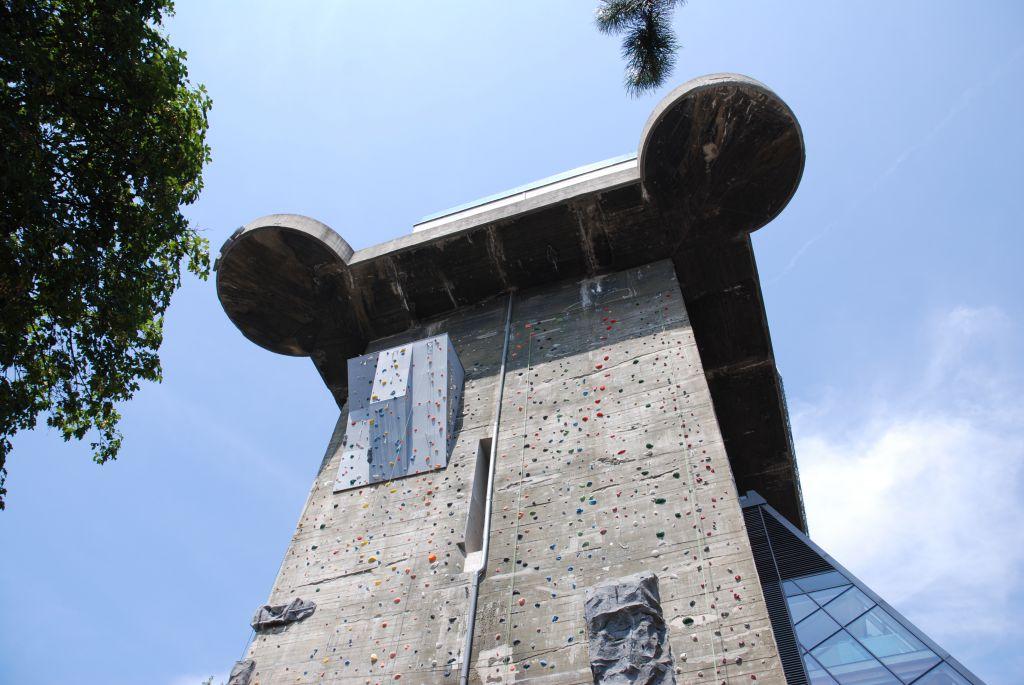 Kletterwand Flakturm Haus des Meeres (c) STADTBEKANNT