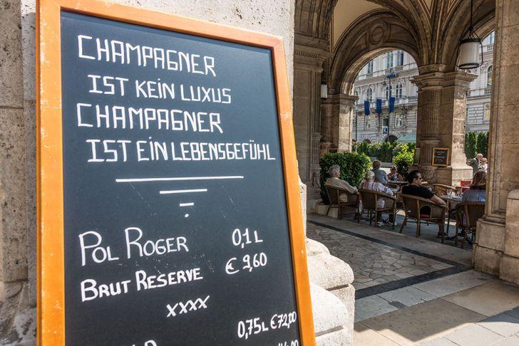 Cafe Oper Champagner (c) STADTBEKANNT