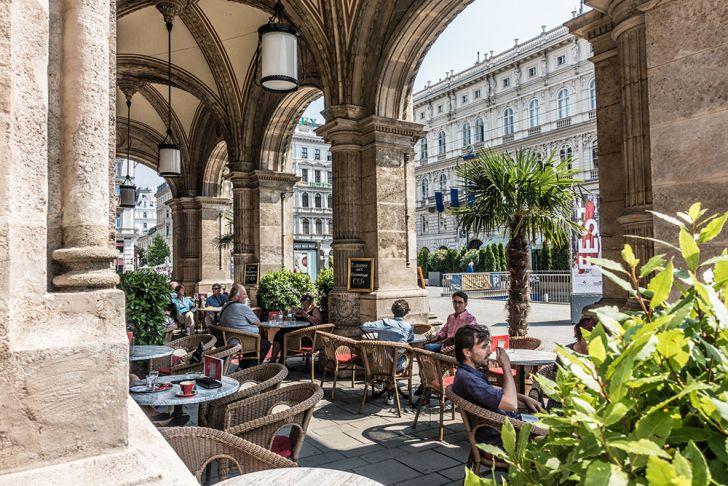 Cafe Oper Gastgarten (c) STADTBEKANNT
