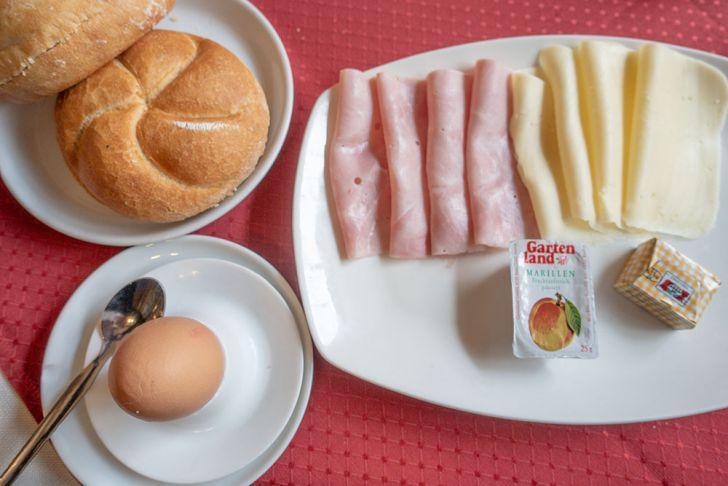 Café Sieben Brunnen Frühstück (c) STADTBEKANNT