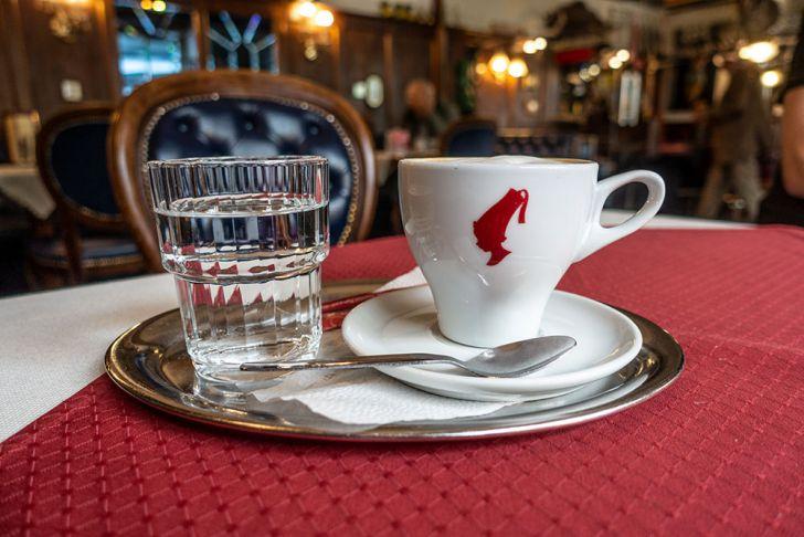 Café Sieben Brunnen Kaffee (c) STADTBEKANNT