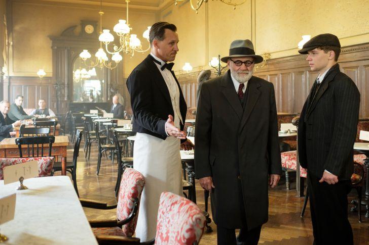 """""""Der Trafikant"""" -Wiener Kaffeehaus (c) Petro Domenigg/TOBIS Film GmbH"""