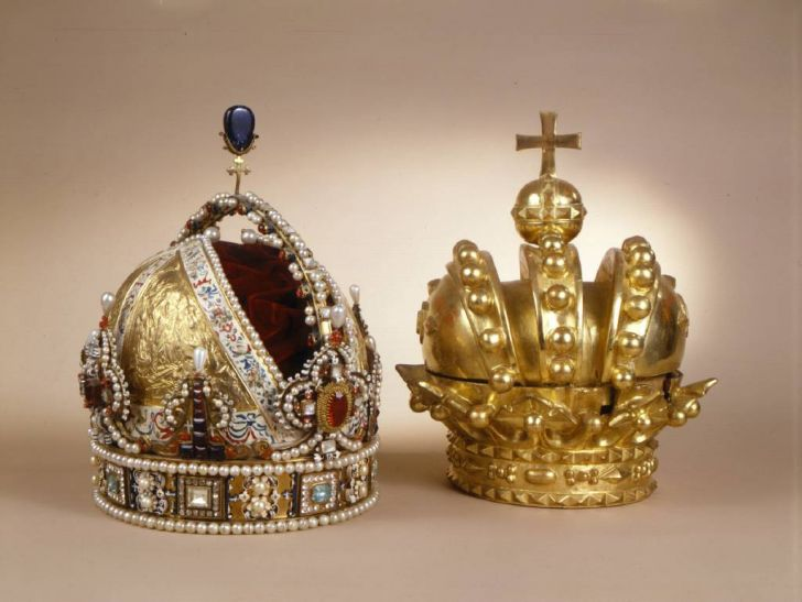 Funeralkronen_Rudolf II und heraldische Kaiserkrone © BMobV, Marianne Haller