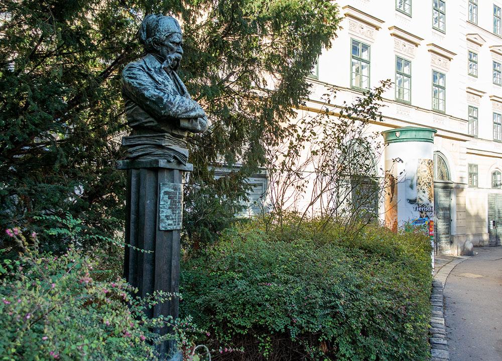 Denkmal Vuk Stefanović Karadzić (c) STADTBEKANNT