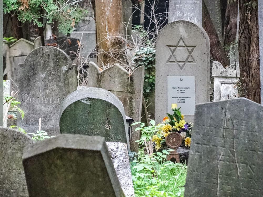 Zentralfriedhof Grabsteine (c) STADTBEKANNT