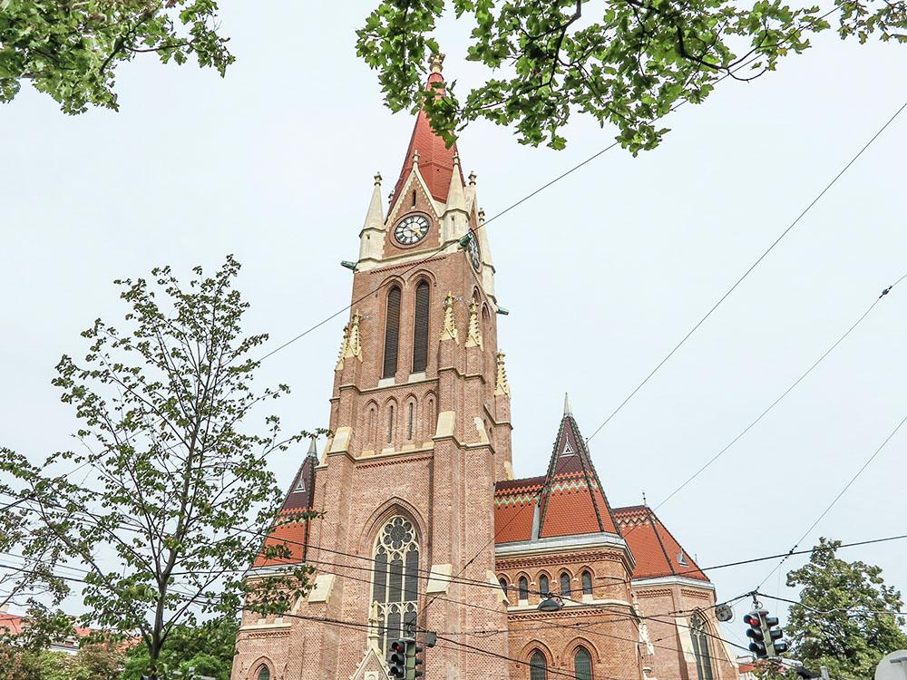 Breitenseer Kirche (c) STADTBEKANNT Jungwirth
