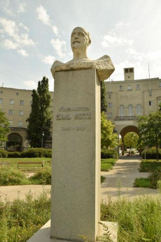 Karl-Seitz Statue (c) STADTBEKANNT