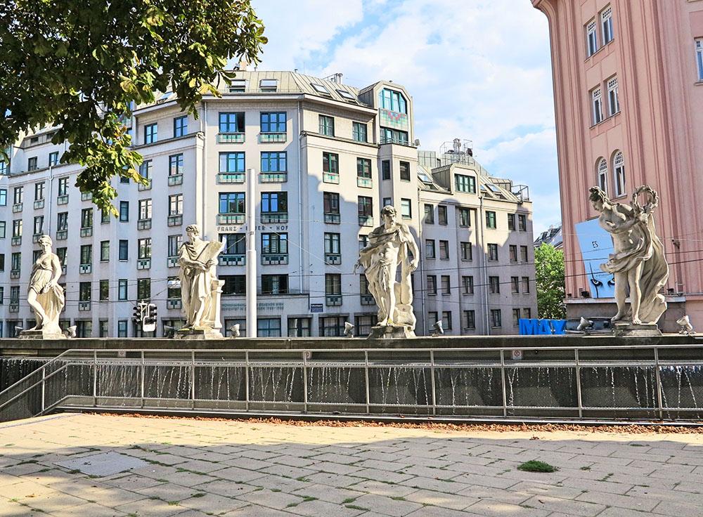 Mariahilf Vier barocke Statuen (c) STADTBEKANNT Jungwirth