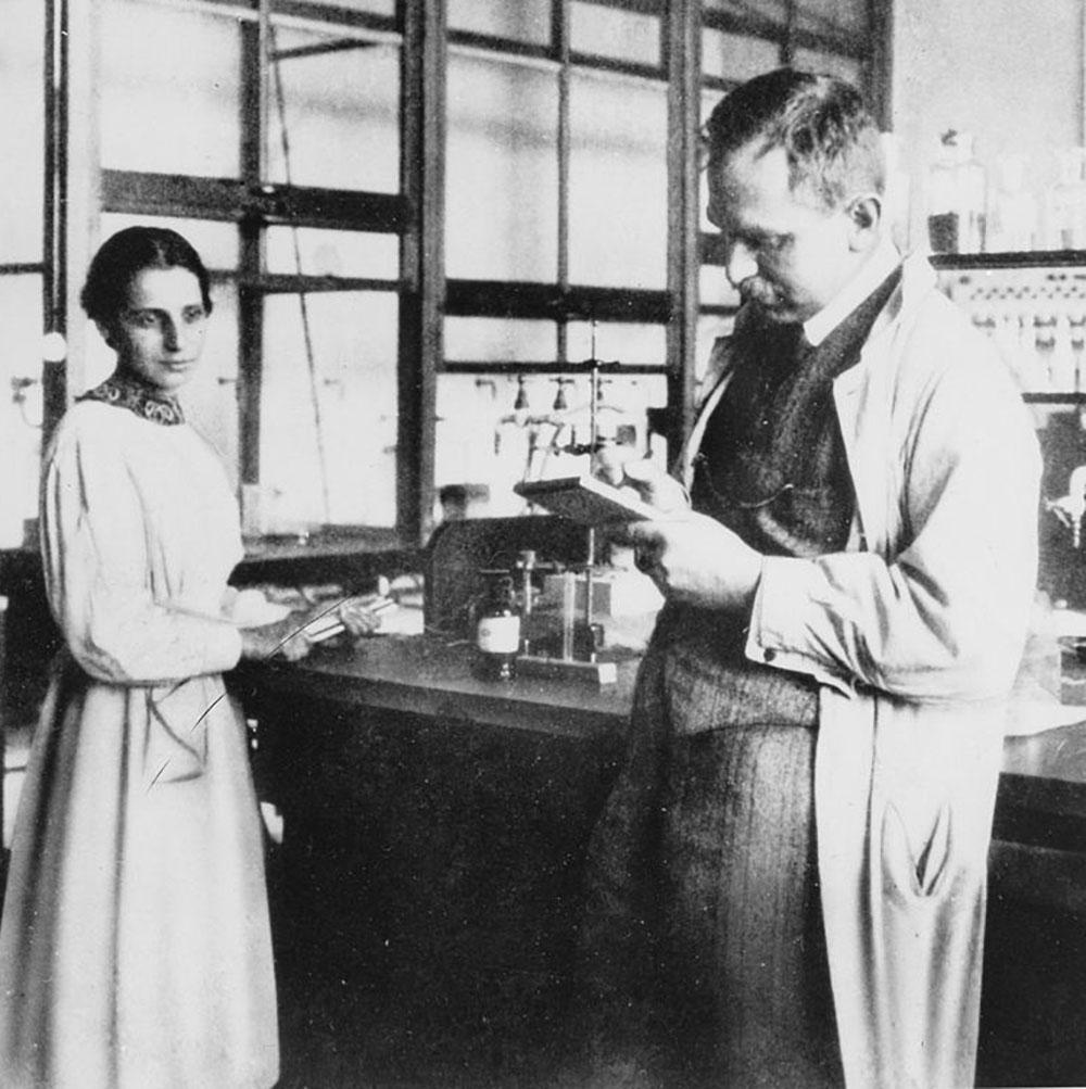 Ausschnitt Lise Meitner und Otto Hahn im Labor - Kaiser-Wilhelm-Institut für Chemie - 1913
